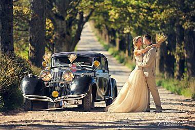 Kāzu auto, kāzu retro auto, retro automobilis, Kāzu fotogrāfs, Kāzu fotosesijas, Kāzu fotogrāfs Mārtiņš Plūme